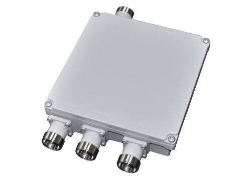 Low PIM triple band combiner